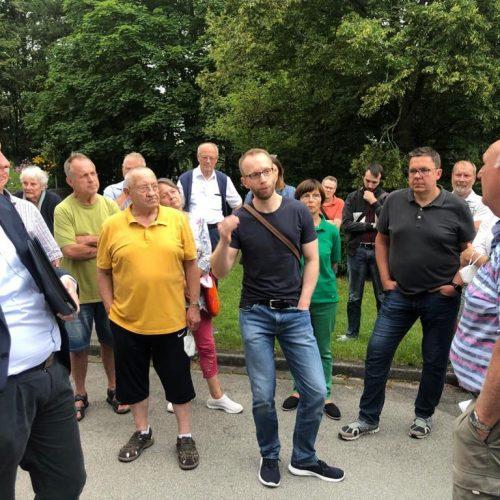 Thomas Apfel und Dominik Sauerteig beim Stadtteilspaziergang